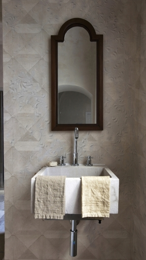 Layering by Wall and Deco
