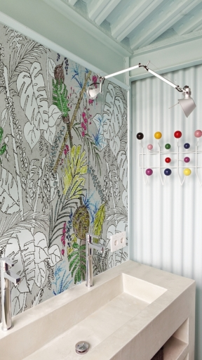 Color-Chain by Wall and Deco