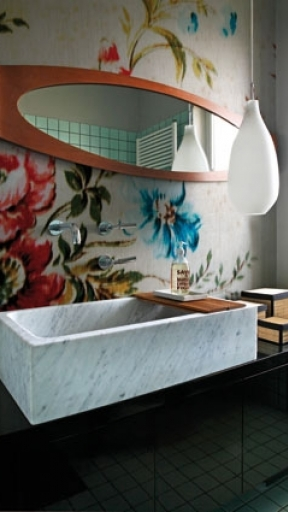 FLOWING FLOWER by Wall and Deco